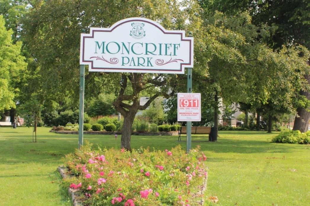 Moncrieff Park Logo